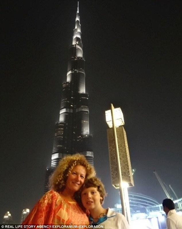 قصة أم أسترالية اصطحبت ابنها في رحلة حول العالم 37410A9D00000578-3741545-image-a-63_1471272348629