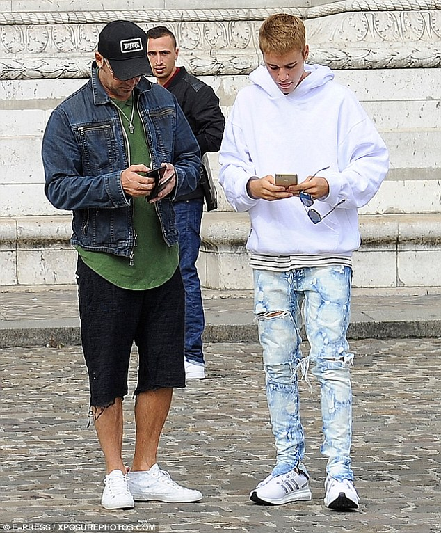 ¿Cuánto mide Justin Bieber? - Altura: 1,73 - Real height - Página 5 389373F600000578-3796782-image-m-2_1474297179407