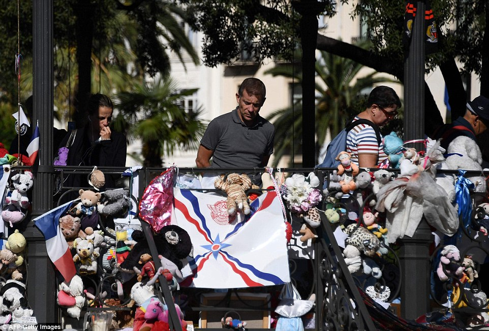 """Truck Attack – """"Anschlag"""" in Nizza 3967EB8500000578-3839625-image-a-148_1476539749596"""