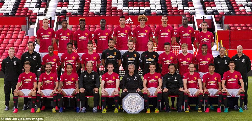 Hilo del Manchester United 39C3EA5300000578-3878300-image-m-33_1477584118527