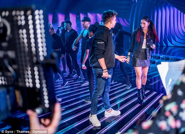 Nicole Scherzinger - Página 3 3A11286D00000578-3906026-No_one_is_safe_With_the_votes_in_the_hands_of_the_public_elimina-a-29_1478280879804