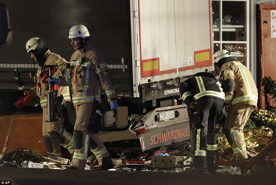 """Truck Attack – """"Anschlag"""" in Berliner Weihnachtsmarkt 3B86CF8400000578-4049442-image-a-52_1482183929914"""