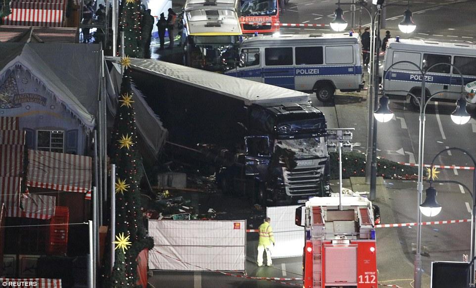 """Truck Attack – """"Anschlag"""" in Berliner Weihnachtsmarkt 3B87801800000578-4049442-image-a-15_1482199202267"""