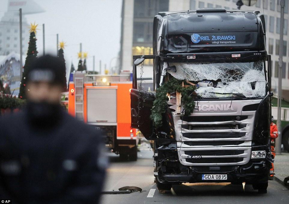 """Truck Attack – """"Anschlag"""" in Berliner Weihnachtsmarkt 3B88616400000578-4049442-Horrific_-a-9_1482221405064"""