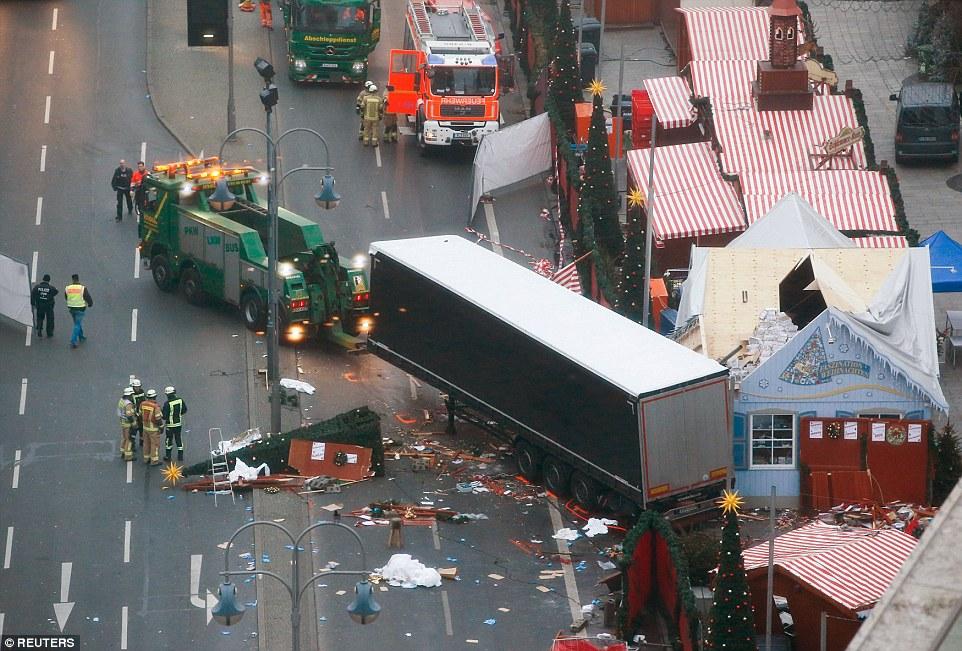 """Truck Attack – """"Anschlag"""" in Berliner Weihnachtsmarkt 3B88624D00000578-4049442-image-a-6_1482221298309"""