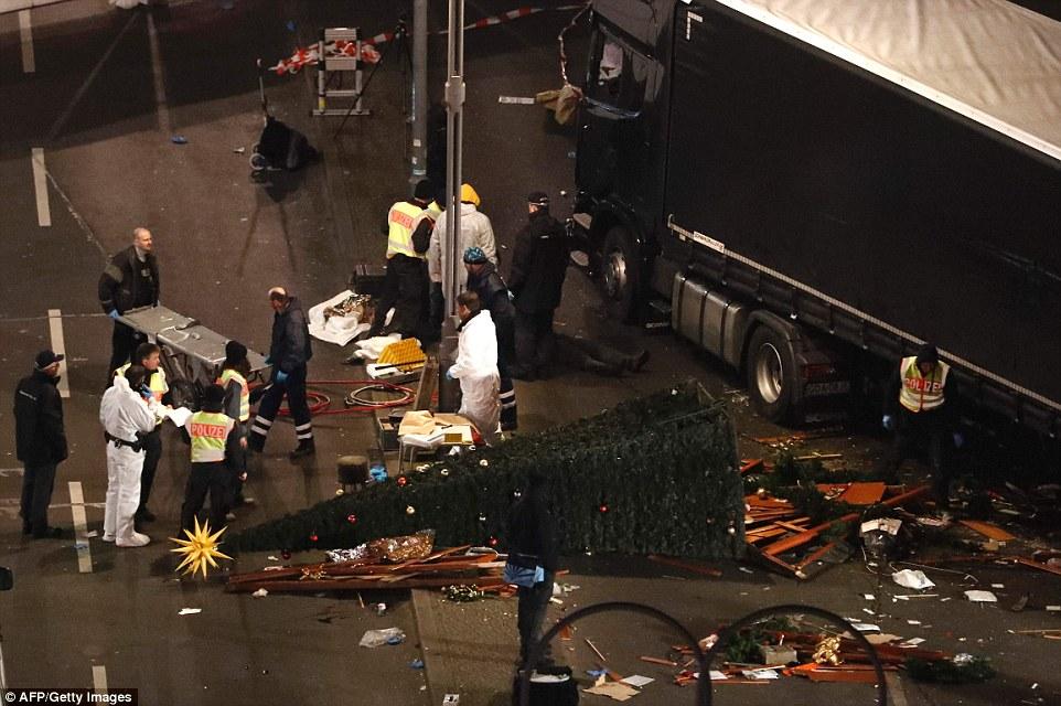 """Truck Attack – """"Anschlag"""" in Berliner Weihnachtsmarkt 3B88D48F00000578-4049442-image-a-53_1482228297508"""