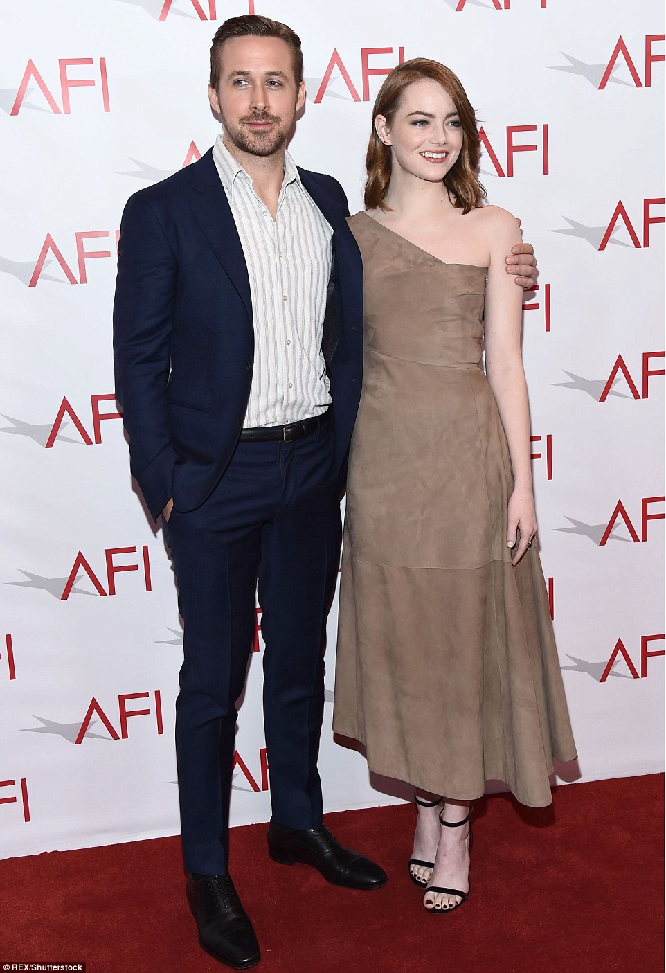 ¿Cuánto mide Emma Stone? - Altura - Real height 3BE7AAFE00000578-4096130-image-m-66_1483736319765