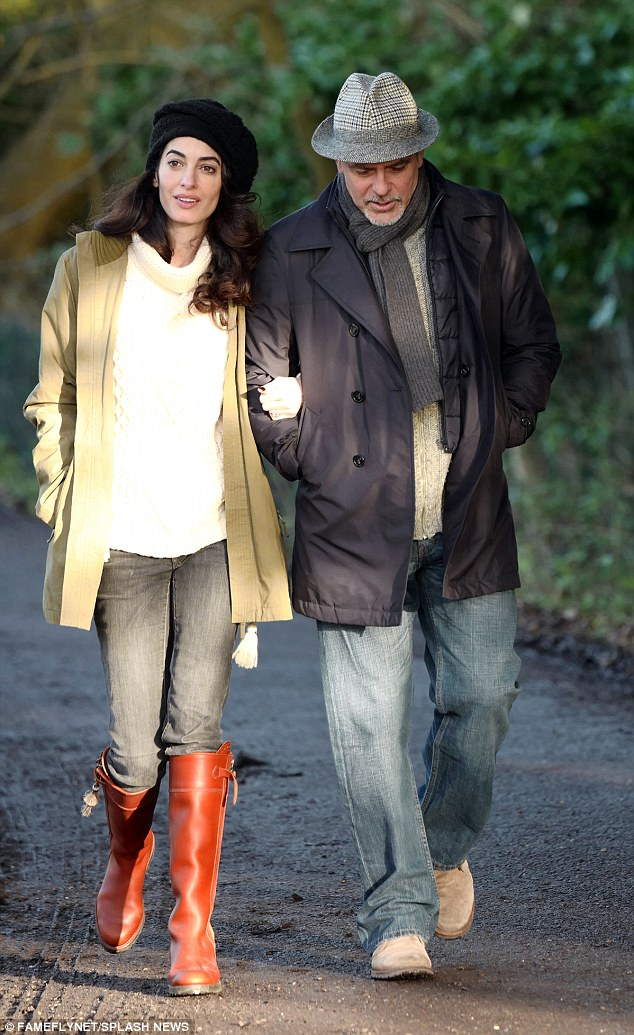 George and Amal out for a walk 3C0DAD6C00000578-4110338-image-a-8_1484156259904