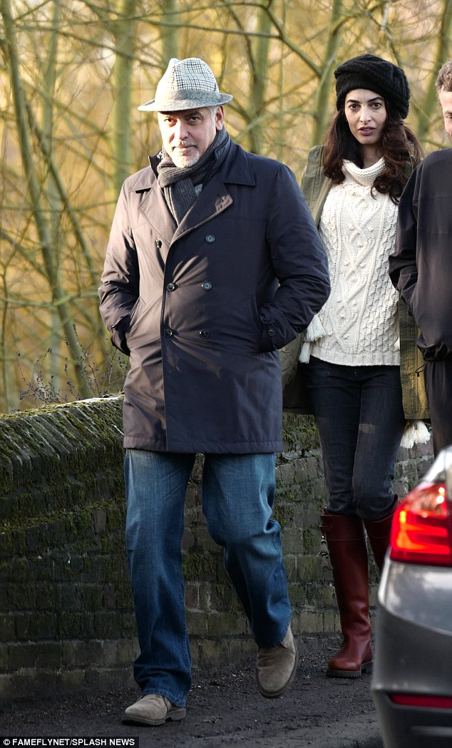 George and Amal out for a walk 3C0DB22100000578-4110338-image-a-20_1484156723389