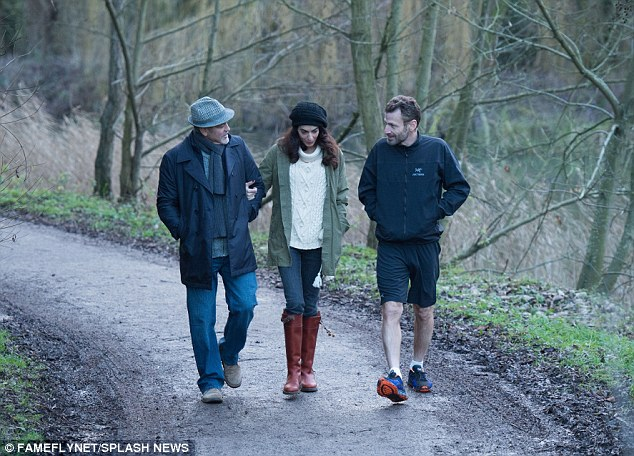 George and Amal out for a walk 3C0DB3B100000578-4110338-image-a-15_1484156578750