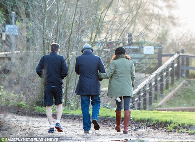 George and Amal out for a walk 3C0DB3EF00000578-4110338-image-a-18_1484156690275