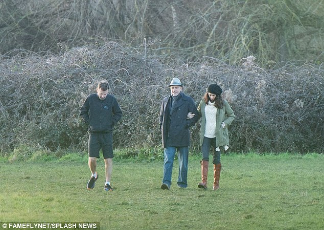 George and Amal out for a walk 3C0DB3F800000578-4110338-image-a-14_1484156565963