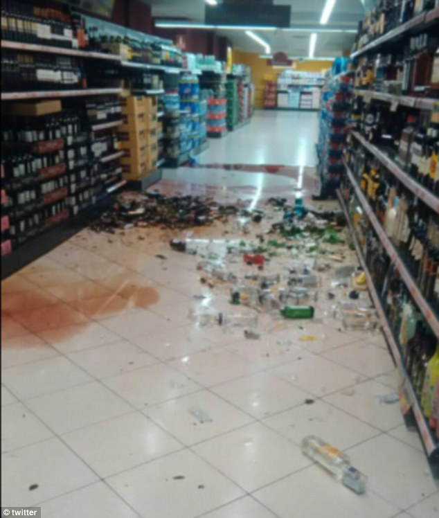 Bewaffneter Überfall auf Club in Istanbul 3C0E933500000578-4110542-image-m-16_1484165309629