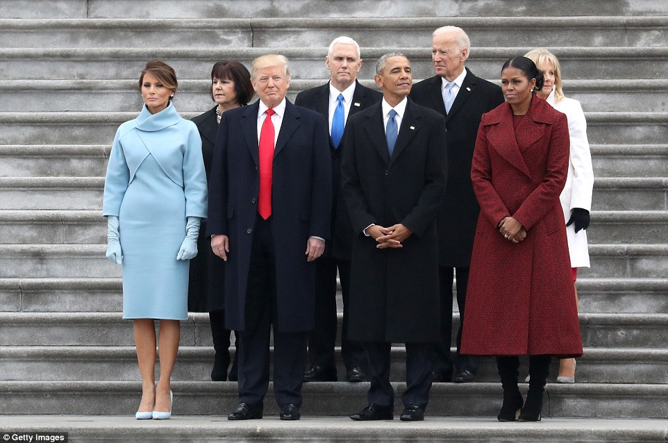 ¿Cuánto mide Barack Obama? - Estatura y peso - Real height and weight 3C54DD7F00000578-4140672-From_left_First_Lady_Melania_Trump_Karen_Pence_President_Donald_-a-84_1484945379759