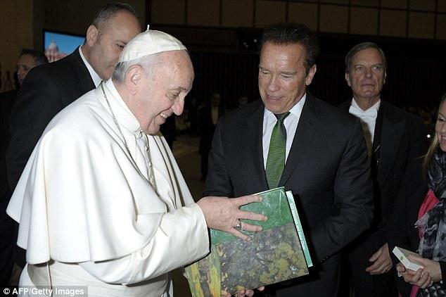 Papst Franziskus (IHS) als Führer der Weltreligion - Seite 7 3C7DD05D00000578-0-image-a-53_1485347518281