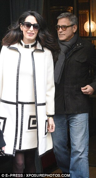 George and Amal Clooney go for a walk 3DA727EA00000578-4259400-Simply_stylish_Effortlessly_showcasing_her_lithe_frame_Amal_look-m-136_1488037976413
