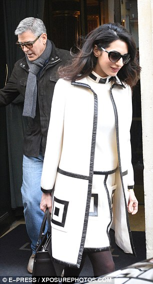 George and Amal Clooney go for a walk 3DA7284A00000578-4259400-Simply_stylish_Effortlessly_showcasing_her_lithe_frame_Amal_look-a-137_1488037983385