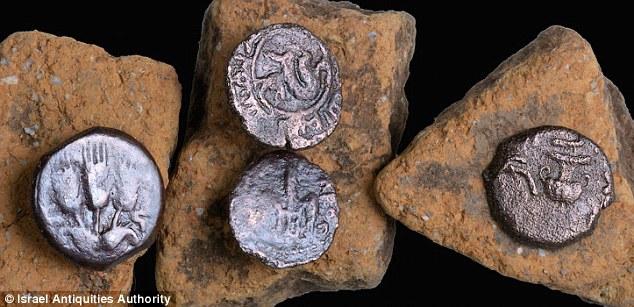 Excavan en Israel calzada romana con multitud de monedas 3E19663300000578-4296638-image-a-19_1489054603849