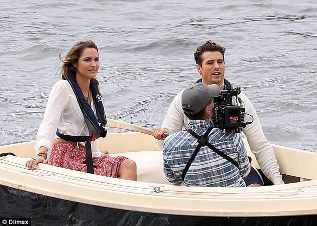 Laura Byrne - Ep3 SD Girl - Bachelor Australia - Season 5 - *Sleuthing Spoilers* 3E3E040800000578-4311018-Boat_attire_A_white_blouse_covered_her_petite_upper_frame_teamed-a-40_1489457517273
