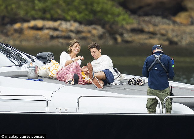 Laura Byrne - Ep3 SD Girl - Bachelor Australia - Season 5 - *Sleuthing Spoilers* 3E3E205900000578-4311018-Engaged_The_pair_looked_relaxed_and_at_ease_with_one_another_as_-a-24_1489464369958