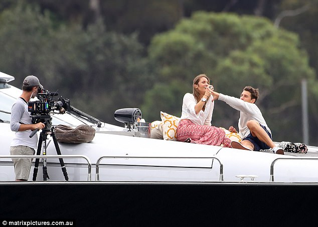 Laura Byrne - Ep3 SD Girl - Bachelor Australia - Season 5 - *Sleuthing Spoilers* 3E3E28B200000578-4311018-Animated_The_brunette_was_seen_having_a_laugh_as_Matty_made_a_pl-a-5_1489467363529
