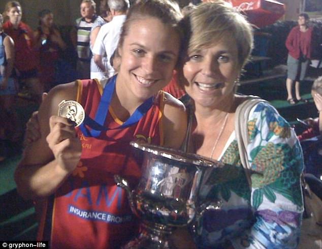 Elise Stacy - Bachelor Australia - Season 5 - *Sleuthing Spoilers* 3E3FCF3500000578-4311522-image-a-3_1489478871699