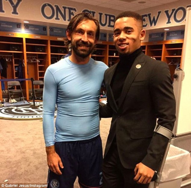 ¿Cuánto mide Gabriel Jesús? - Real height 3E731B9200000578-4330604-Gabriel_Jesus_left_shared_this_photo_of_himself_and_Andrea_Pirlo-a-3_1490259846617