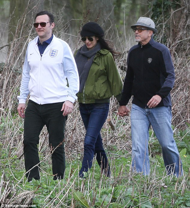 George and Amal out for a walk 3ED5499A00000578-4371194-image-m-86_1491061738463