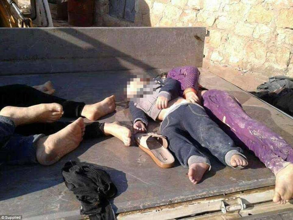 Das nächste Ritual? - Seite 8 3EECCE1400000578-4378184-Eleven_of_the_58_people_who_died_in_the_chemical_attack_were_chi-a-9_1491301973987