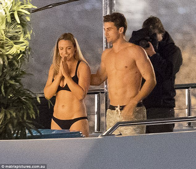 Elise Stacy - Bachelor Australia - Season 5 - *Sleuthing Spoilers* 3F33522800000578-4407412-Hands_on_The_brown_haired_Lothario_put_a_comforting_hand_on_her_-a-14_1492054765733