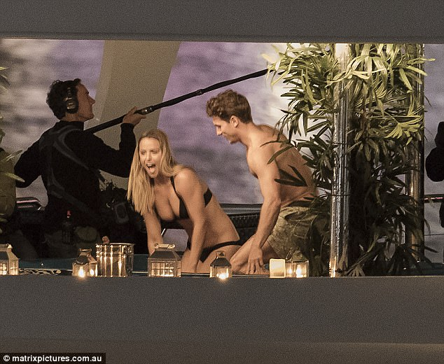 Elise Stacy - Bachelor Australia - Season 5 - *Sleuthing Spoilers* 3F33530800000578-4407412-Mr_muscles_Displaying_his_bulging_biceps_and_ripped_physique_Mat-a-17_1492054765787