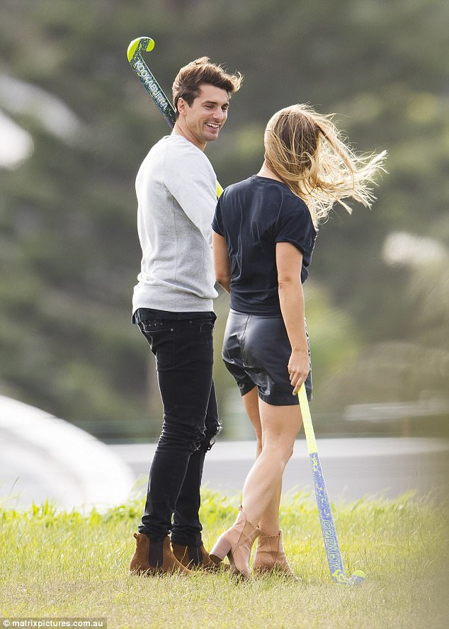 Elise Stacy - Bachelor Australia - Season 5 - *Sleuthing Spoilers* 3F334F1F00000578-4407482-Trendy_The_Sydney_based_hunk_cut_a_casual_figure_for_the_outing_-a-57_1492060674407