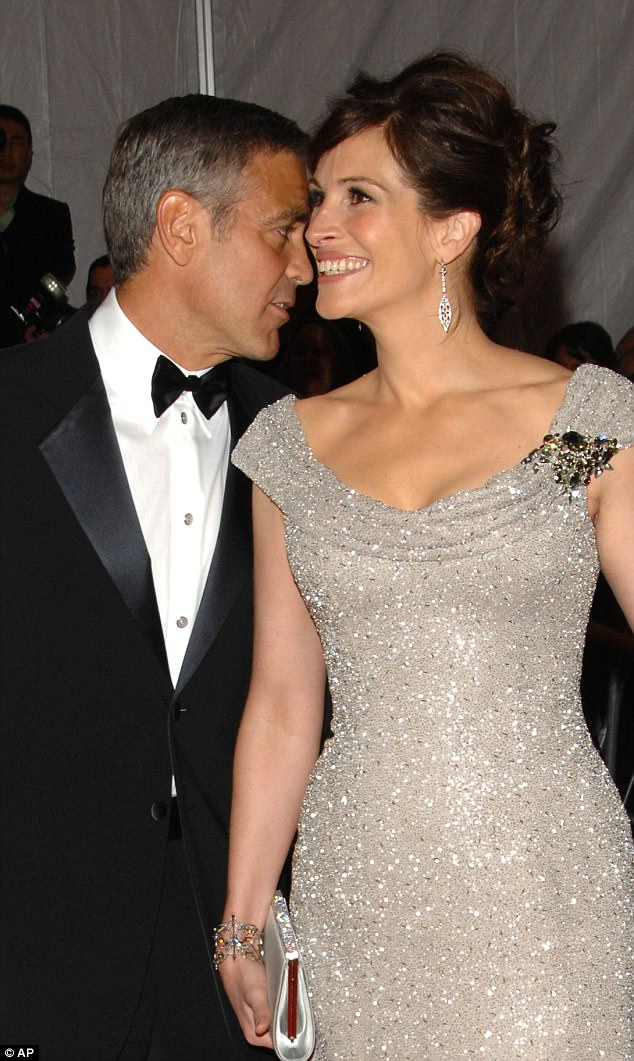 Picture: George Clooney & Julia Roberts  01258CAB00000578-4425118-image-a-28_1492608852505