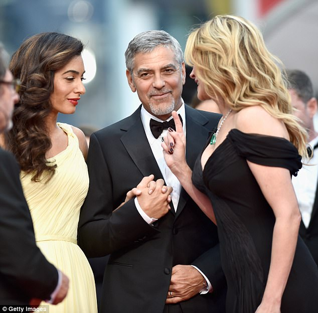 Picture: George Clooney & Julia Roberts  140AF43C00000514-4425118-image-a-2_1492607880479