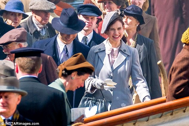 The Guernsey Literary & Potato Peel Pie Society de Mike Newell - Page 2 3F97C48900000578-4444250-Pro_Lily_notably_garnered_praise_for_her_turn_as_Natasha_Rostova-a-35_1493135953547
