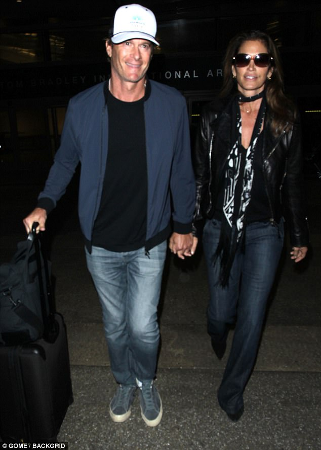 Amal Clooney arranges surprise birthday party for George Clooney with Rande Gerber & Cindy Crawford 401E0AD700000578-4486872-Model_tourists_Rande_Gerber_and_Cindy_Crawford_arrived_back_in_L-a-35_1494314496953