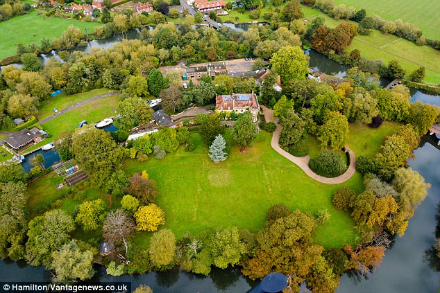 George and Amal Clooney 'build a luxurious all-weather tennis court' in their UK home 360A450200000578-4503628-image-a-92_1494720201758