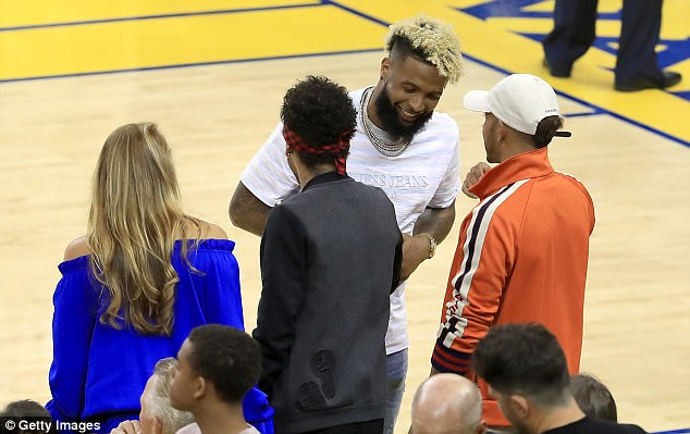 ¿Cuánto mide Lewis Hamilton? - Estatura y peso - Real height 411BF7B100000578-0-The_pair_met_NFL_star_Odell_Beckham_Jnr_before_the_second_game_o-a-18_1496642375390