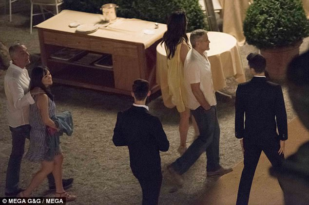 George Clooney is back in Como 427835BD00000578-4710124-image-a-57_1500458352517