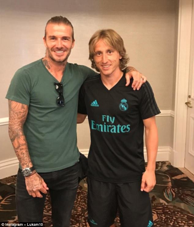 ¿Cuánto mide David Beckham? - Altura - Real height 42AF2A3F00000578-0-image-a-41_1501022191667