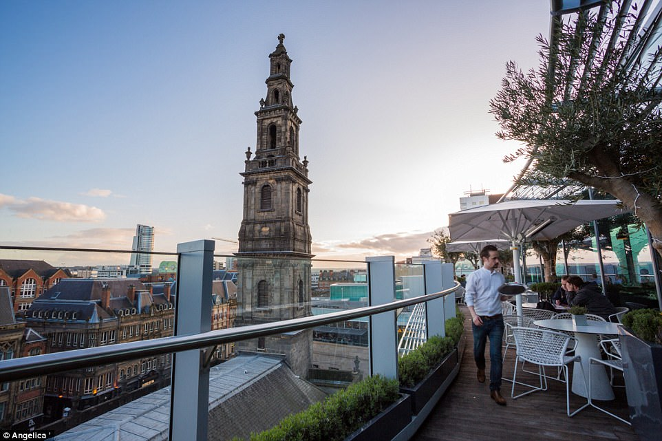 Are these the best tables in Britain? The most stunning restaurant views in the country revealed (from dramatic cityscapes to awe-inspiring Highland mountains)  430D514500000578-4768316-image-a-187_1502120417785