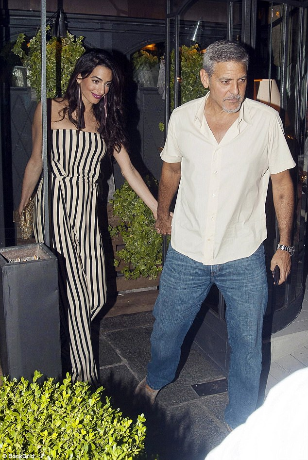 Amal Clooney Enjoys Dinner Date in Italy With George Clooney and Her Mom 4312621900000578-0-image-a-25_1502211838173