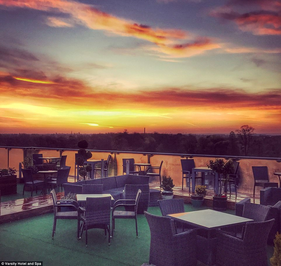 Are these the best tables in Britain? The most stunning restaurant views in the country revealed (from dramatic cityscapes to awe-inspiring Highland mountains)  430D3BC600000578-4768316-For_the_ultimate_lazy_tour_of_historic_Cambridge_head_to_SIX_at_-a-25_1502615860805