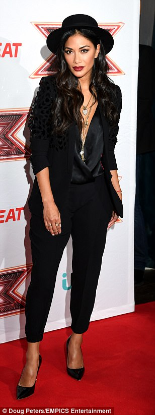 Nicole Scherzinger - Página 8 43B65E8200000578-4836854-Making_an_impact_The_Pussycat_Dolls_singer_looked_chic_and_sophi-a-5_1504112309356