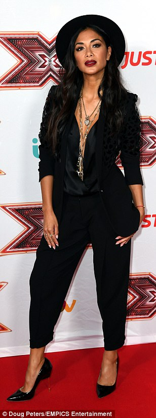 Nicole Scherzinger - Página 8 43B661E300000578-4836854-Making_an_impact_The_Pussycat_Dolls_singer_looked_chic_and_sophi-a-4_1504112309355
