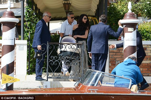 George and Amal enjoy relaxing day out with children 43DD860F00000578-4848526-image-a-374_1504448696819