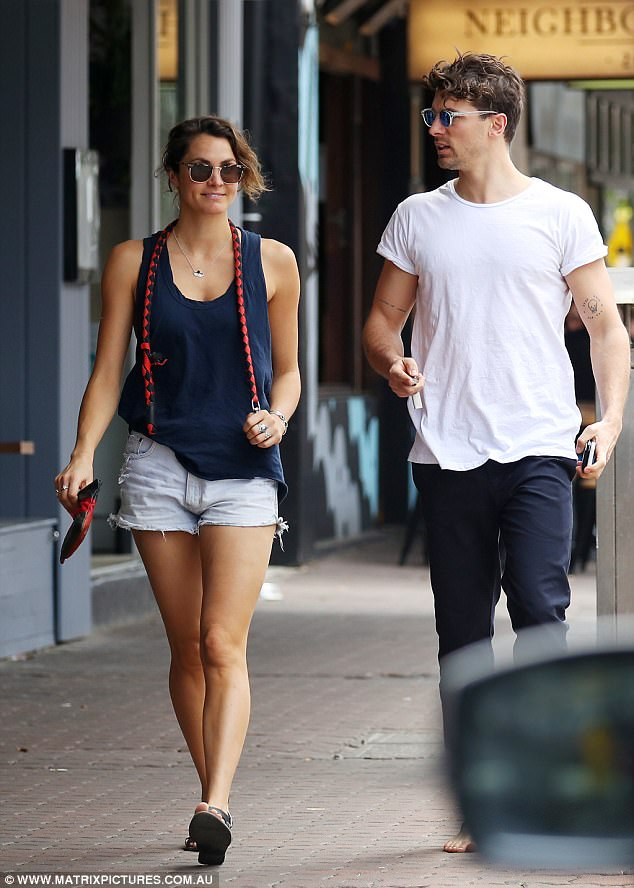 Matty Johnson - Laura Byrne - Bachelor Australia - Season 5 - Fan Forum - Page 4 44A78B7D00000578-4914216-image-a-33_1506235318545
