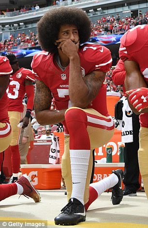 The Serious Side - part 4 - Page 3 457B418500000578-5000972-The_protests_began_in_2016_with_Colin_Kaepernick_who_first_took_-a-23_1508506336905