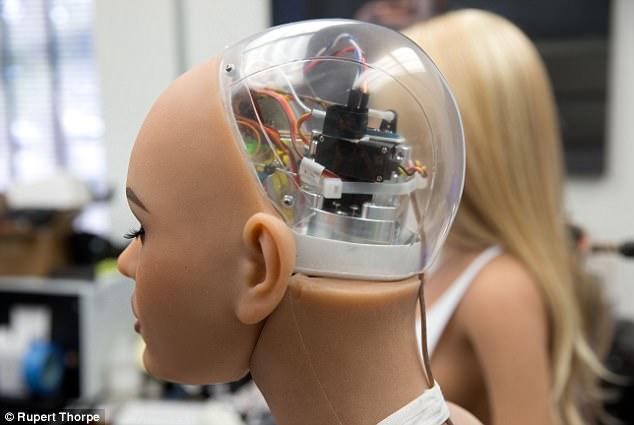 Sexo con robots, la metamorfosis del placer para el siglo XXI no exenta de riesgos 45C8FB1700000578-5027573-image-a-87_1509222804378