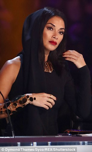 Nicole Scherzinger - Página 9 46B830D400000578-5119279-image-a-28_1511726557648